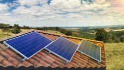 Saiba quais as vantagens de ter painéis solares em casa